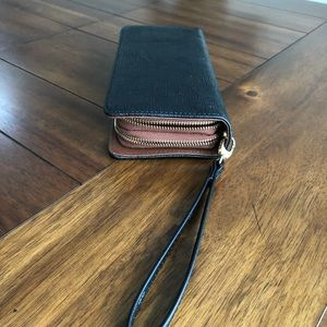 Handbags - Big wallet zip around